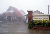 Отель в утреннем тумане