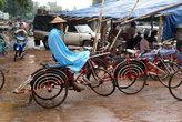 Велорикши работают и под дождем