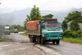 Грузовики — главный вид транспорта на дорогах Мьянмы