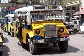Обычный городской автобус в Мандалае