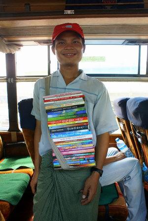 Мьянма — не самая читающая страна. Но пассажиры книгами интересуются. Их читательский голод нужно утолять