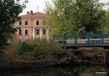 Очень много разрушенных зданий