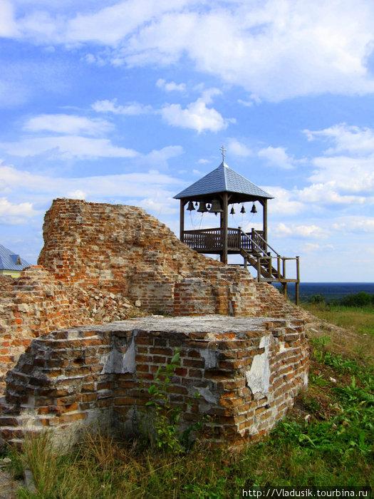 Развалины взорванного храма