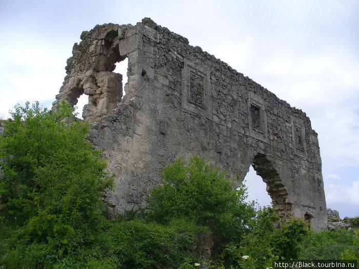 храм в крепостной стене?