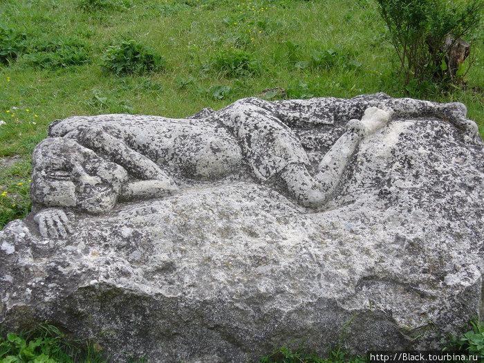«памятник спящему мангупкалинцу»