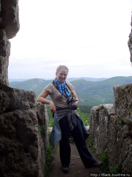 Анна на балконе «пресс-центра»