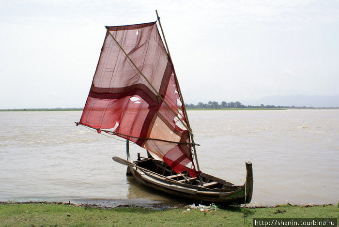 лодка с одним парусом