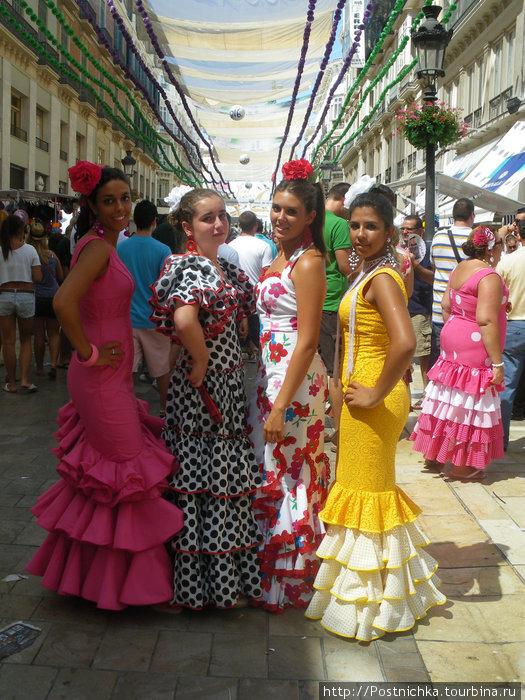 Все испанское: красавицы, костюмы и праздник.