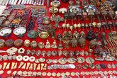 Сувениры... Да, я всегда мечтал привести из Тибете распятие в качестве сувенира!