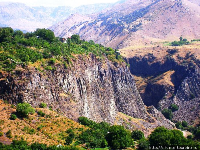 Армения — это горы и ущелья.