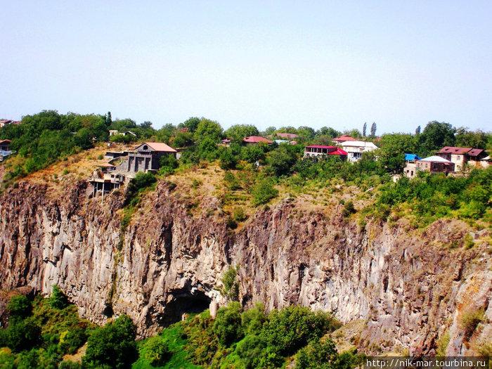 Армения. Ущелье в Гарни.