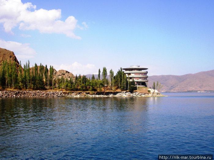 Президентская дача-резиденция на озере Севан.