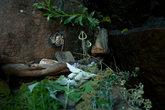 Небольшое святилище для идолов в углублении скалы