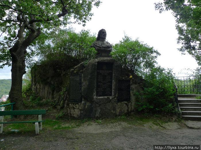 Карловы Вары. Памятник Петру 1.