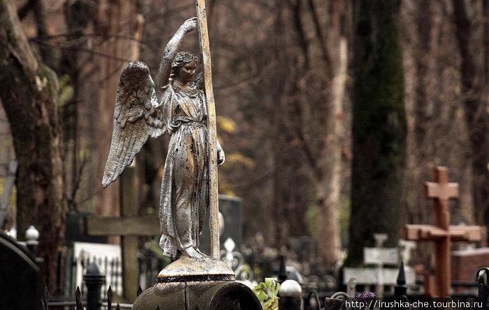 Один из надгробных памятников