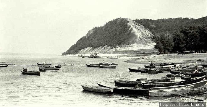 Моркваши (точнее, уже Жигулёвск). 1968 год. Вид на Лысую гору, где как раз и был Пётр Великий.