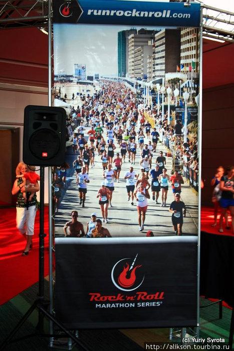 Это плакат с фотографией прошлогоднего марафона.