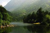 Seven Colours Lake —говорят, вода здесь в разных частях озера разных цветов. Если честно, даже 5 не насчитал.