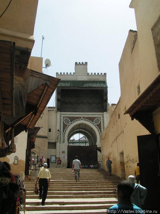 Одни из ворот мечети