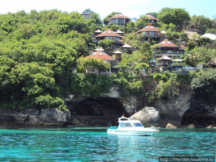 Ломбок. Название свое остров получил из-за специфической формы, напоминающий жгучий перец, в огромных количествах произрастающий на этом острове.