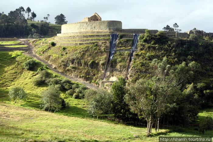 Крепость Ингапирка на краю утеса