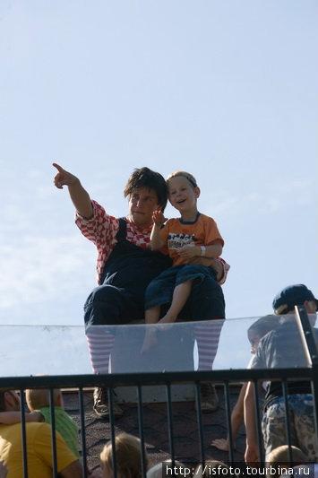 Карлссон на крыше. И малышей достаточно.