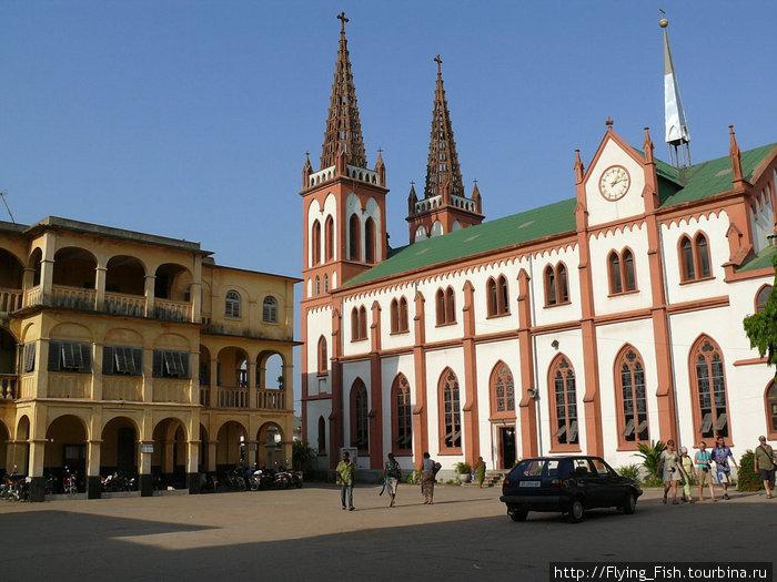 Кафедральный собор в Ломе