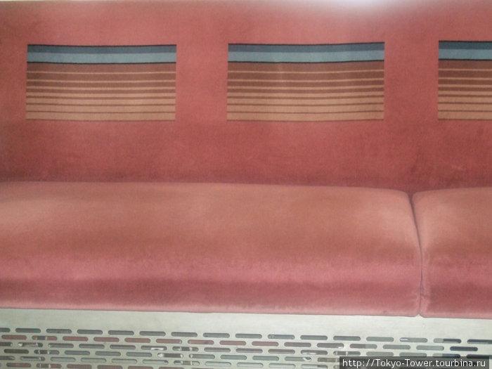 Сидение в вагоне метро
