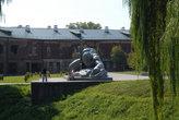 Скульптура \Жажда\ в Брестской крепости
