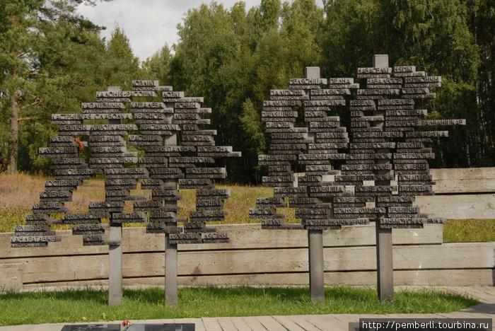 деревья жизни —  символ восстановленных после войны деревень
