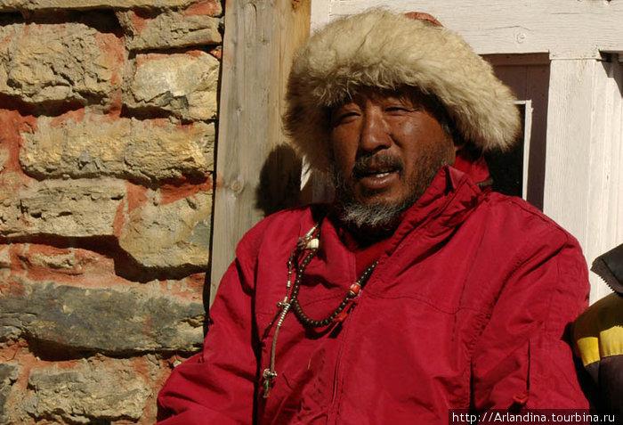 Хозяин отельчика, суровый тибетец