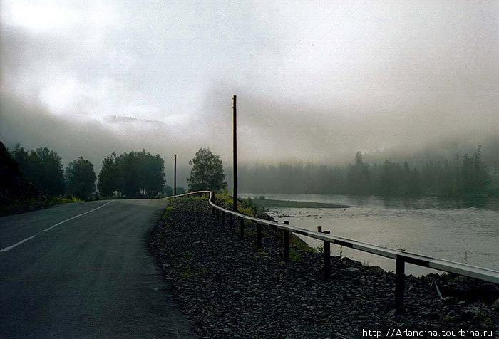Дорога на Артыбаш. Справа  река Бия.