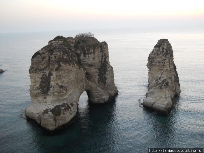 Однако открывающийся вид на выступающие из моря скалы с «аркой» просто восхитителен!