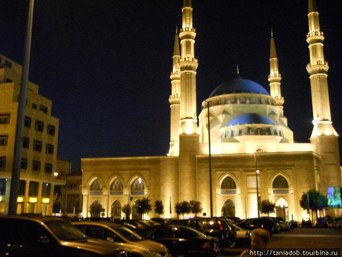 Здесь памятники архитектуры соседствуют с современными магазинами и банками, а рядом с мечетями – христианские церкви и соборы!