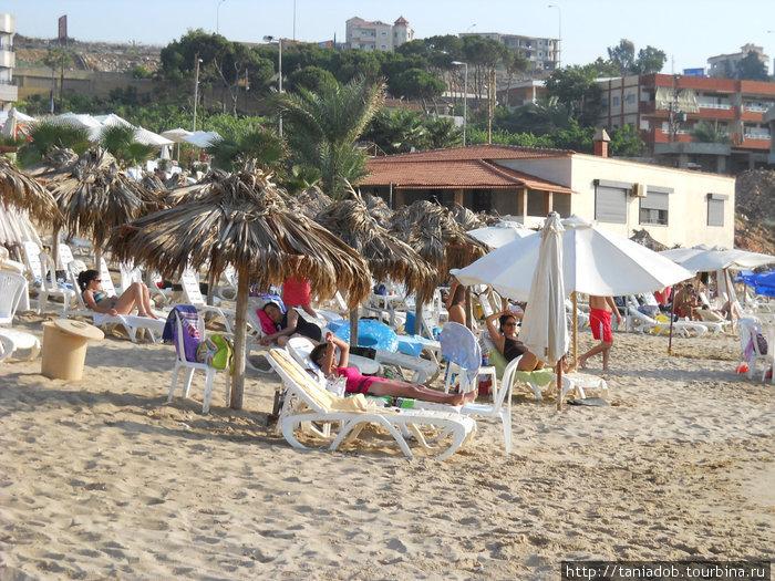 На следующий день, измученные небывалой даже для Ливана жарой, мы едем на море