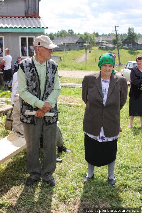 Единственный гармонист в деревне и его жена. В этом году ее не стало. Теперь он больше никогда не заиграет.