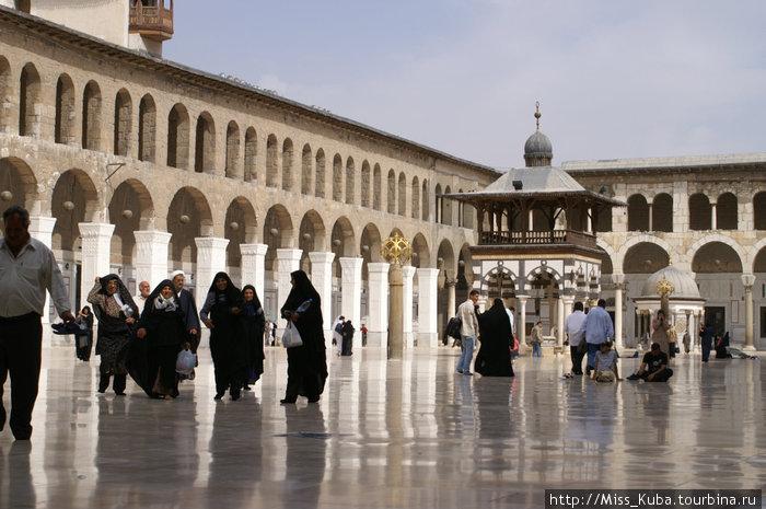 В Мечети Омейядов (Дамаск)