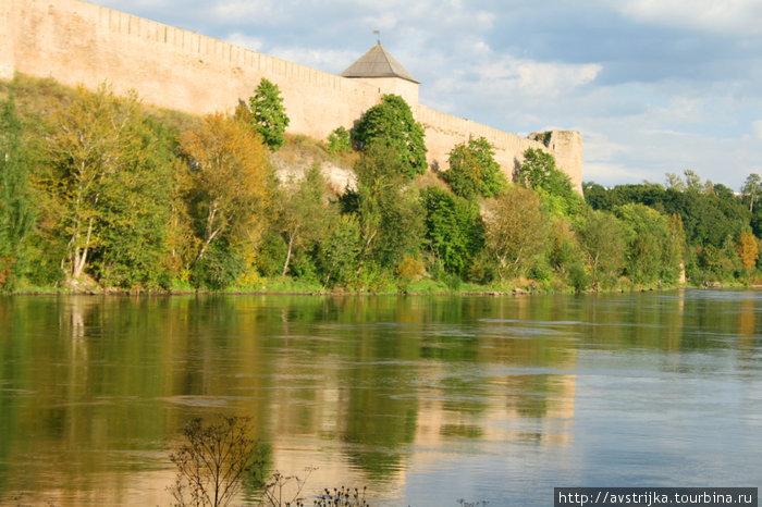 отражение русской крепости в водах реки, не принадлежащей никому