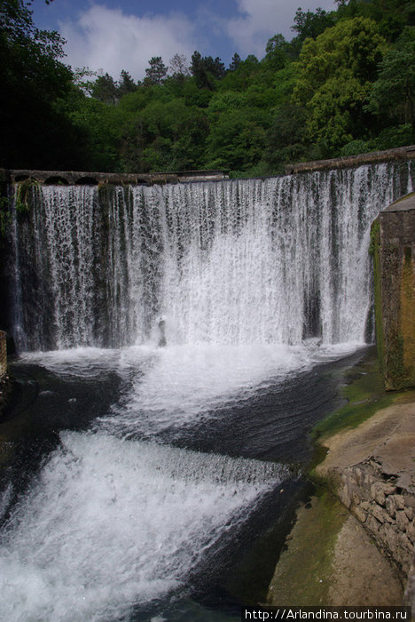 Водопад высотой 8,6 м – ГЭС на реке Псырцха, ныне недействующий.