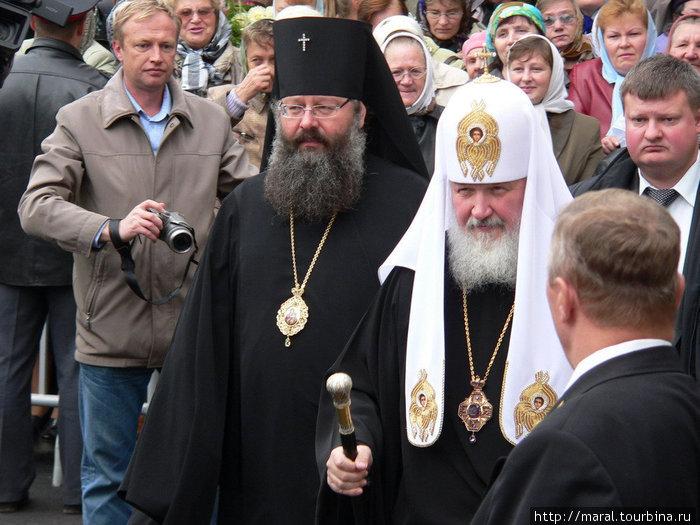 11 сентября Святейший Патриарх Московский и Всея Руси Кирилл совершил молебен в Спасо-Преображенском соборе и освятил десять новых колоколов, отлитых для воссоздания исторического звона колокольни