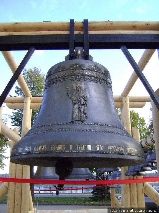 Самый большой колокол-благовест весит 325 пудов или 5 тонн 200 кг