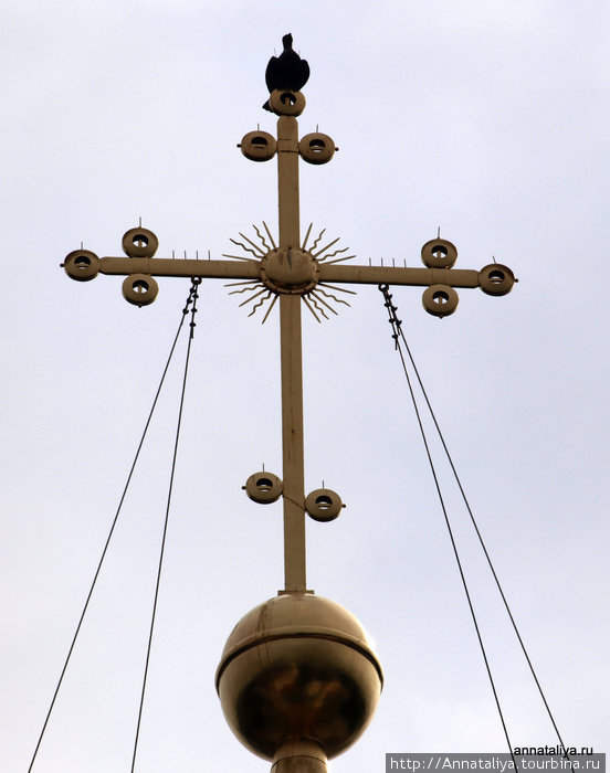Голубь на кресте Софийского собора