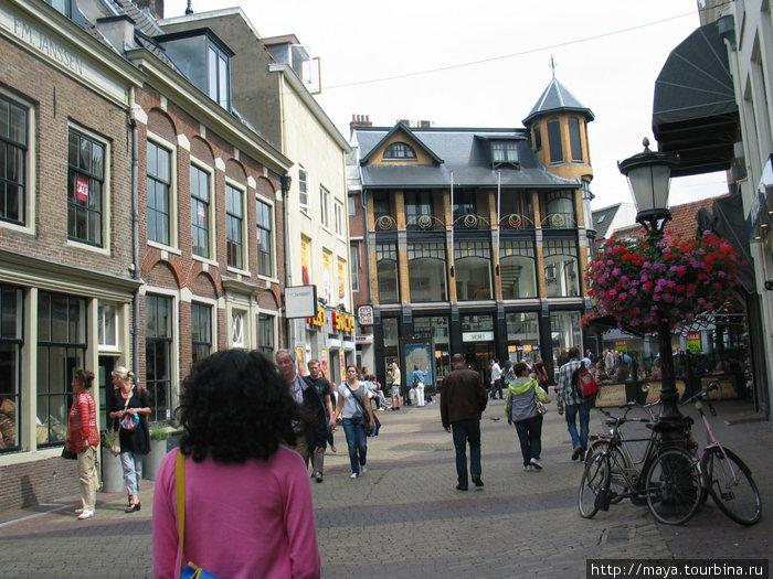 Затем город потянул по старым улицам