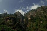 Горы около водопада