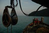 Сквозь сумерки шло наше судно в поисках рыбы. Тишину нарушал лишь тоскливый писк эхолота.