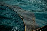 Внезапно раздался гудок, подскочили все рыбаки и сети уже в воде. Не прошло и минуты.