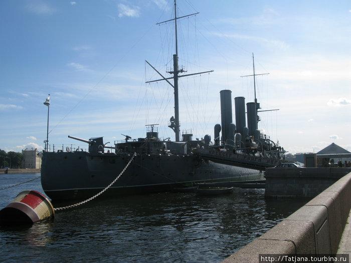 вид с набережной на крейсер-вход бесплатный