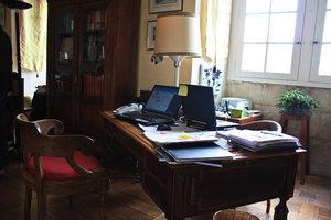 Рабочий стол хозяина замка. Древность и настоящее.