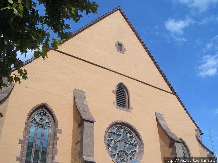 Тыловая сторона церкви
