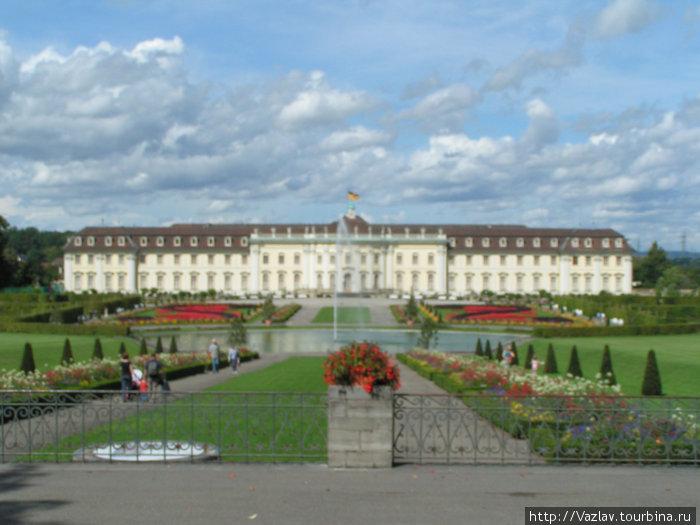 Парадный вид на дворец